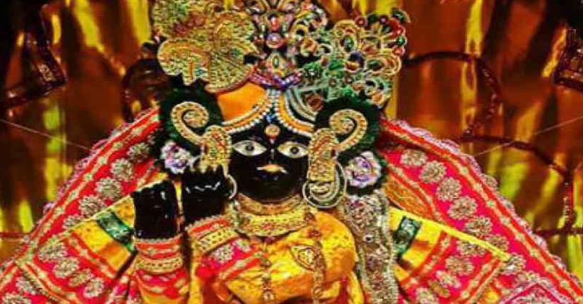 श्री बाँके बिहारीजी के मन्दिर में केवल शरद-पूर्णिमा के दिन ही श्री श्रीबाँके बिहारीजी वंशी धारण करते हैं। केवल श्रावण तीज के दिवस ठाकुरजी को झूले पर बैठते हैं एवं जन्माष्टमी के दिन उनकी मंगला–आरती होती हैं।