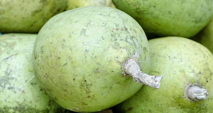 बिल्व, बेल या बेलपत्थर, भारत में होने वाला एक फल का पेड़ है। इसे रोगों को नष्ट करने की क्षमता के कारण बेल को बिल्व कहा गया है